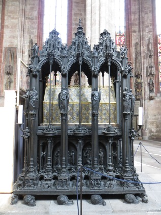 Shrine of Saint Sebaldus by Peter Vischer the Elder, Church of St. Sebaldus, Nuremberg, Germany